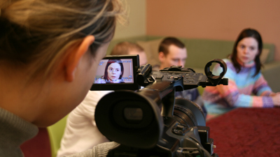 Redakteurin filmt Menschen